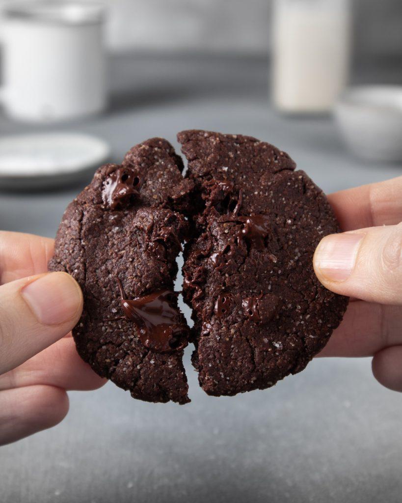 cookies vegani al cioccolato e tahini