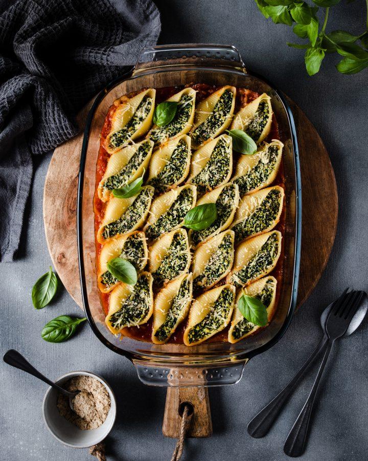 Conchiglioni con tofu e spinaci al forno