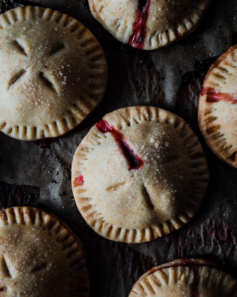 Strawberry hand pies crostatine alle fragole