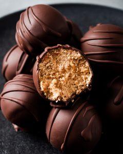 Tartufini al burro di arachidi e cioccolato