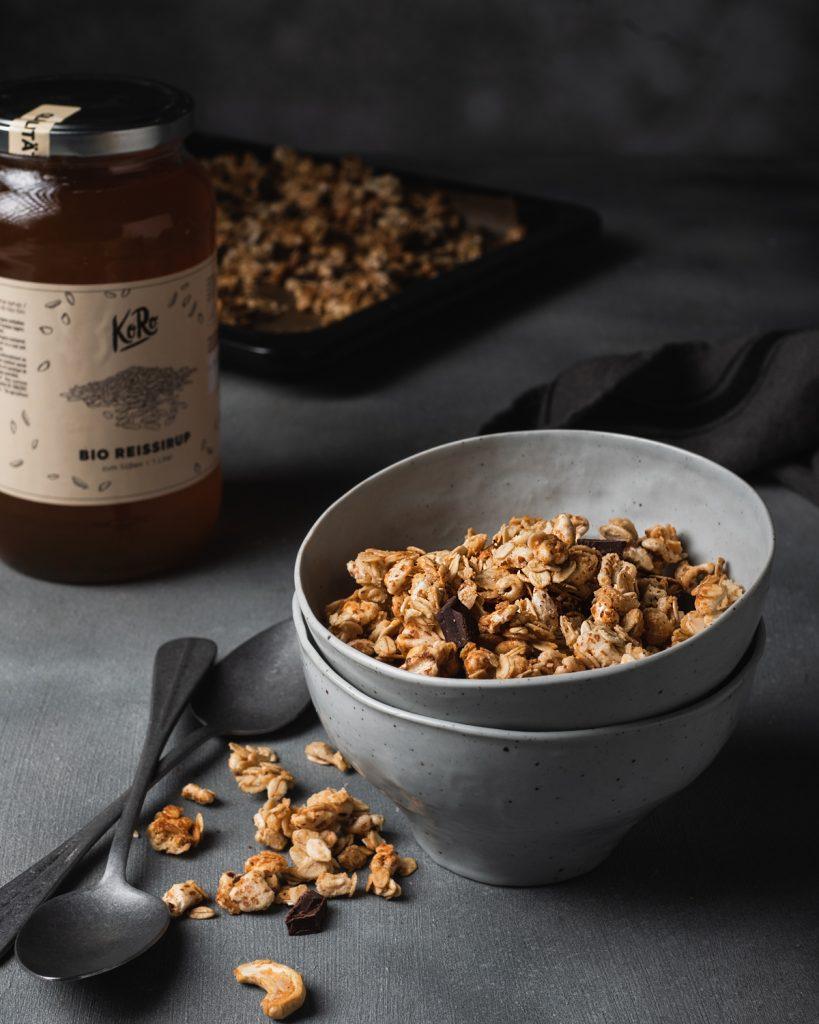 Granola con anacardi e cioccolato